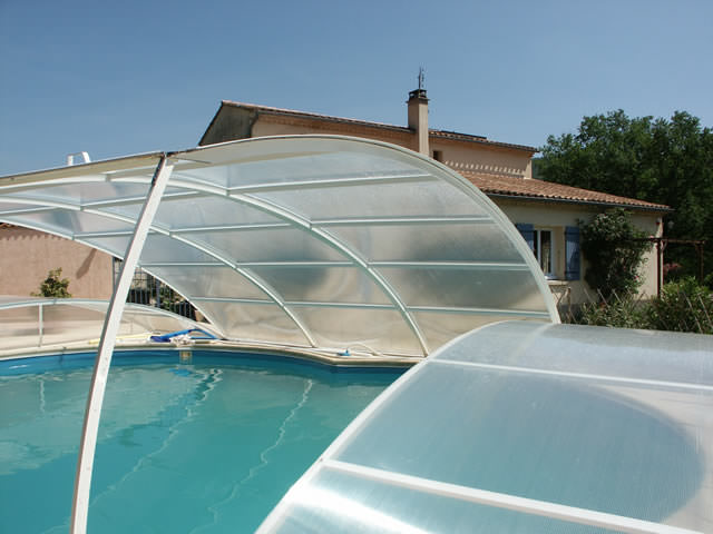 Abri piscine plat relevable et amovible mod le berlin for Abri piscine relevable