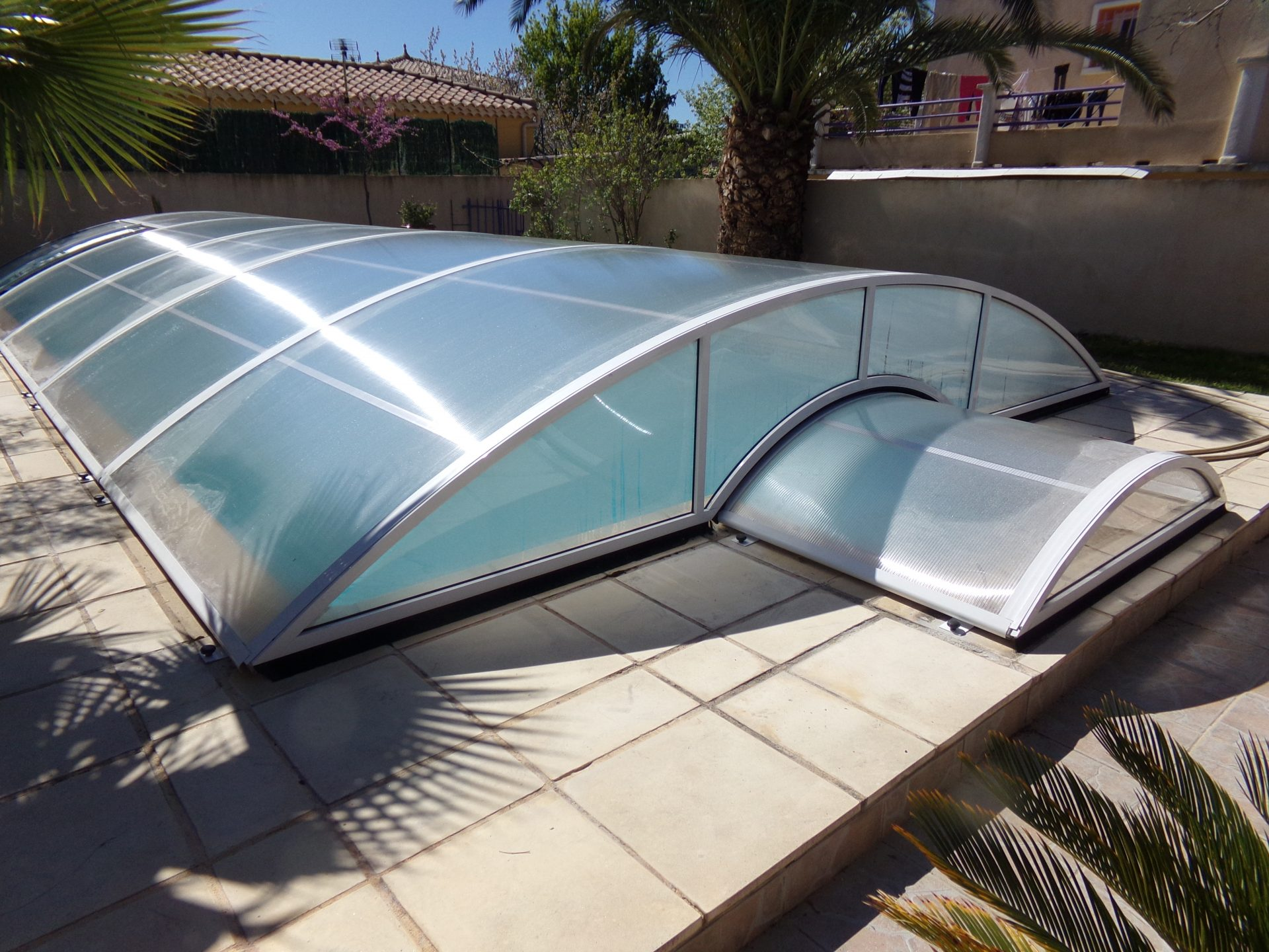 abri piscine bas relevable et amovible mod le berlin. Black Bedroom Furniture Sets. Home Design Ideas