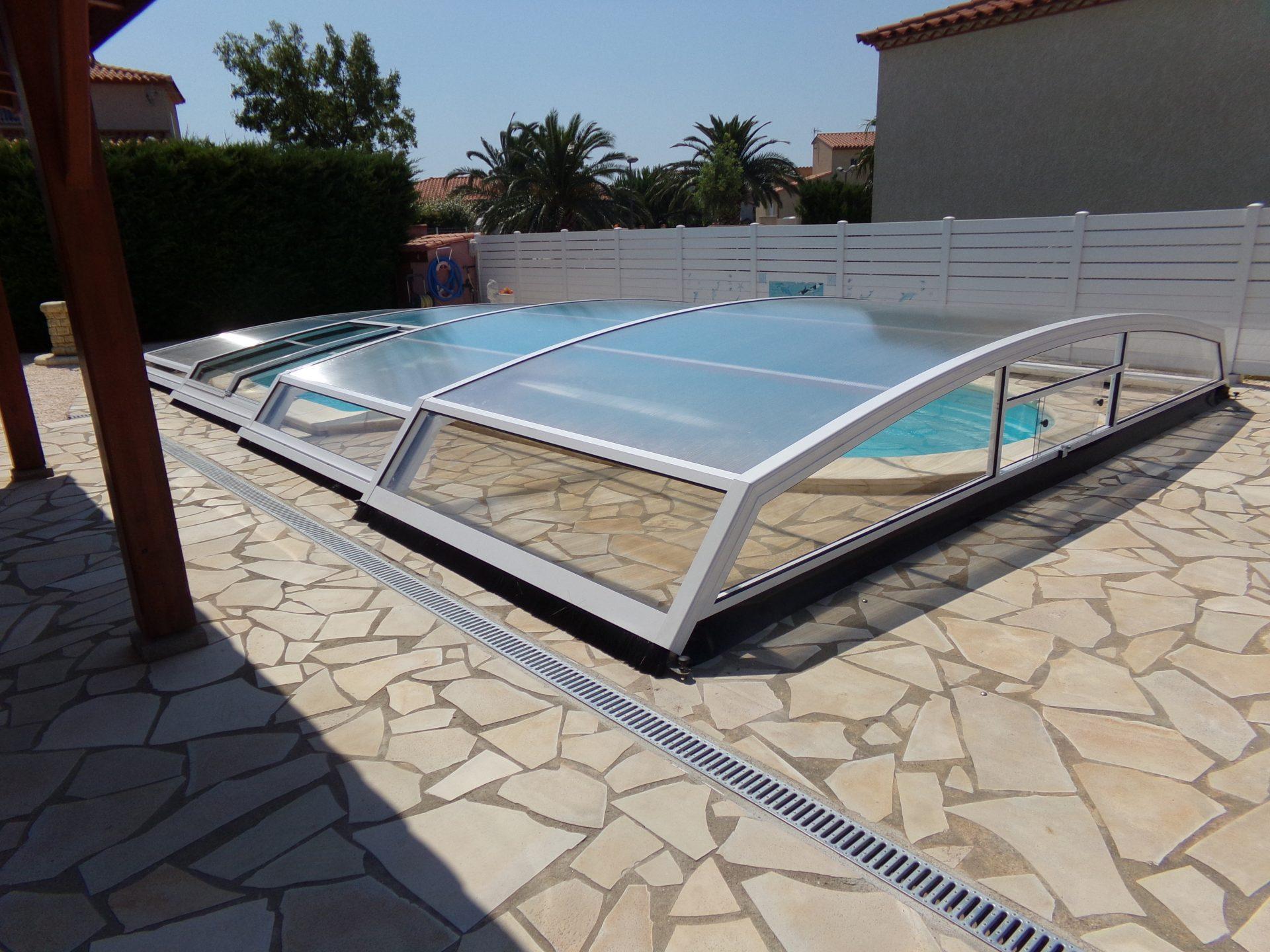 Abri piscine bas et coulissant sur mesure mod le london for Piscine sur mesure prix