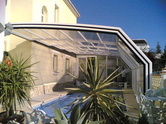 couverture piscine abri piscine haut cintr mural. Black Bedroom Furniture Sets. Home Design Ideas