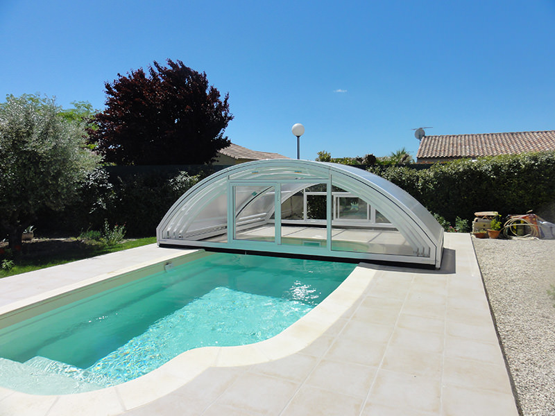 Abri de piscine arrondi pour s curiser votre piscine for Abri piscine usine