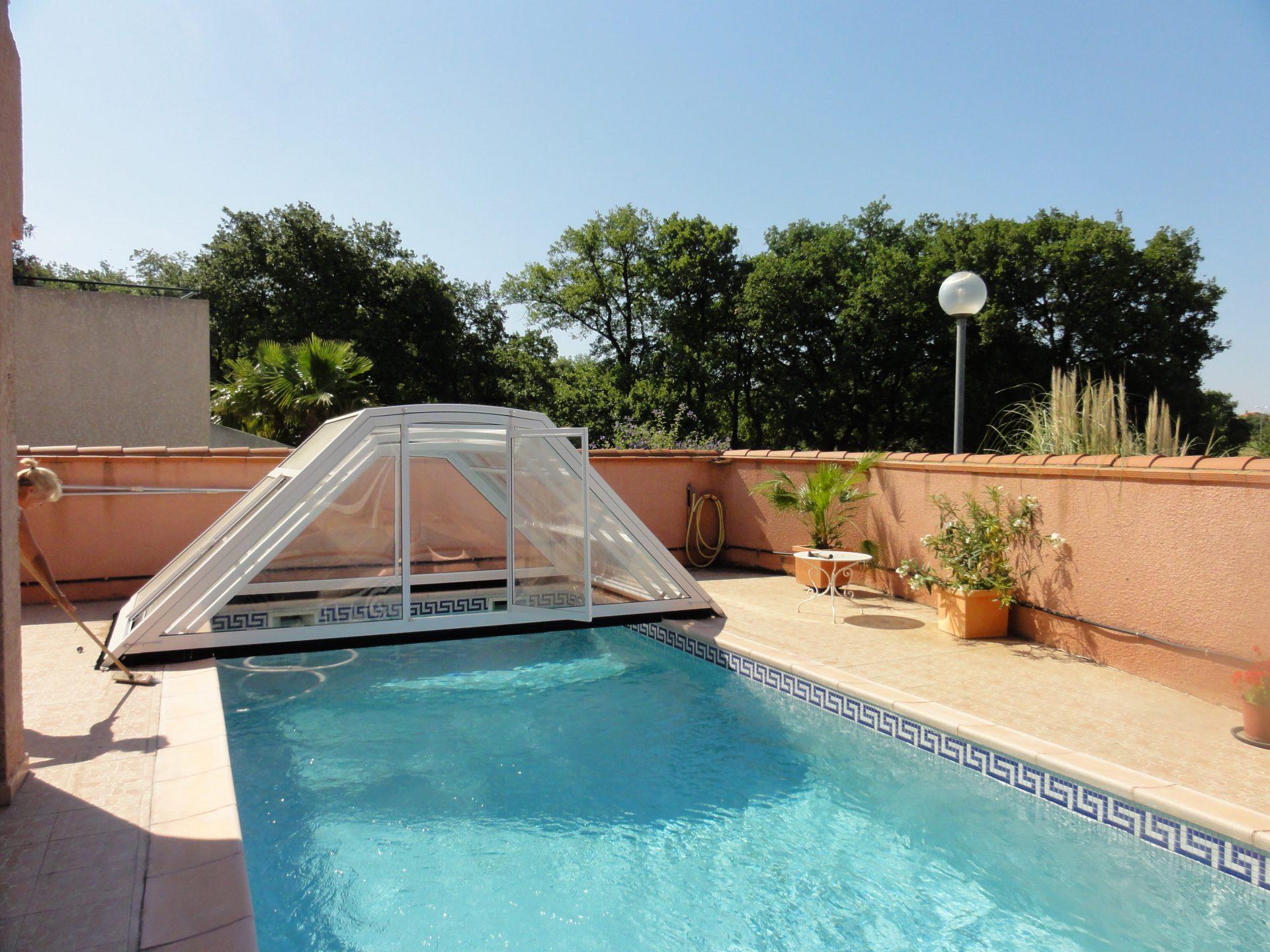 Abri piscine bas et coulissant sur mesure mod le london for Abris bas piscine
