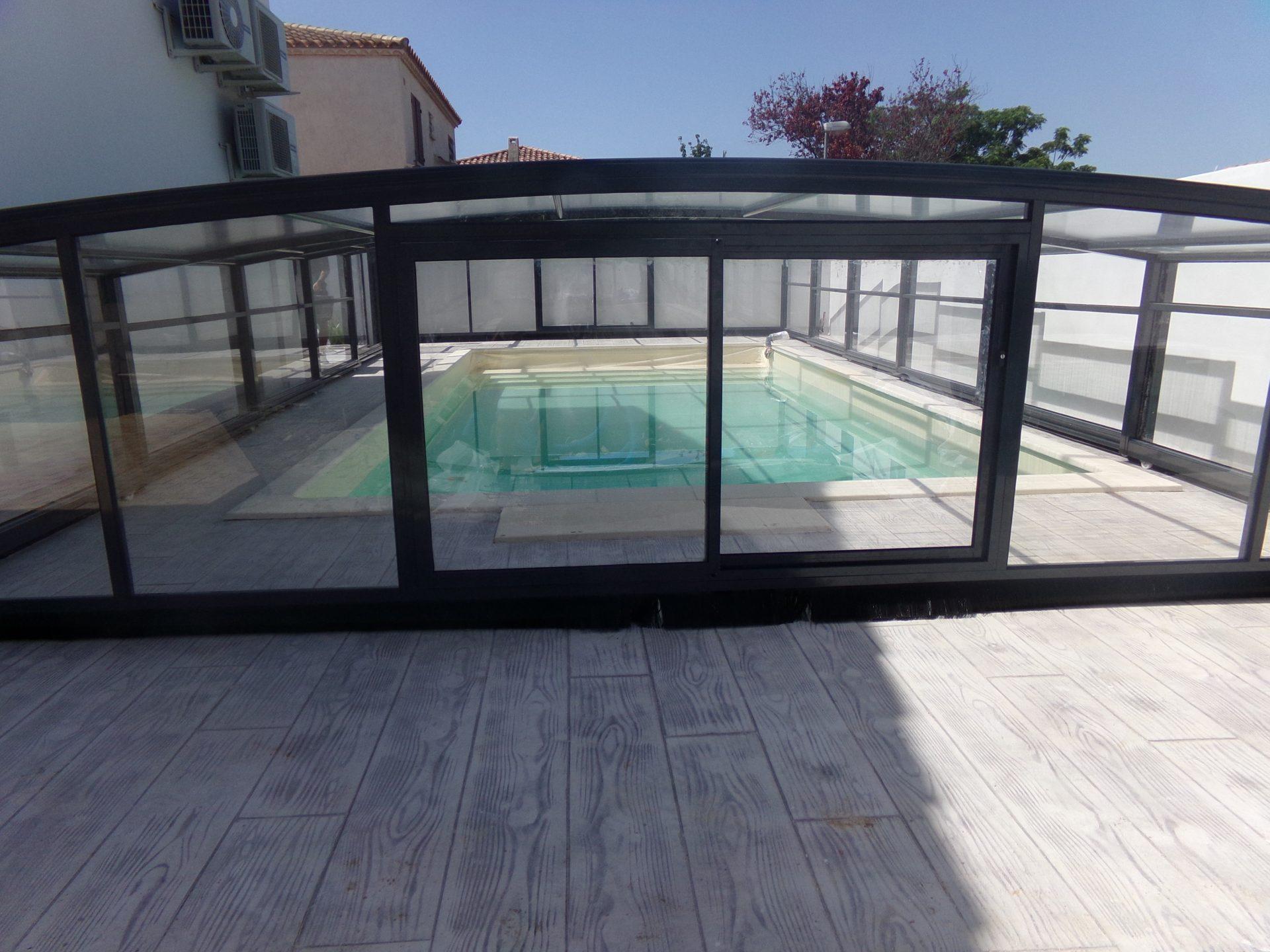 abri piscine medium coulissant gris