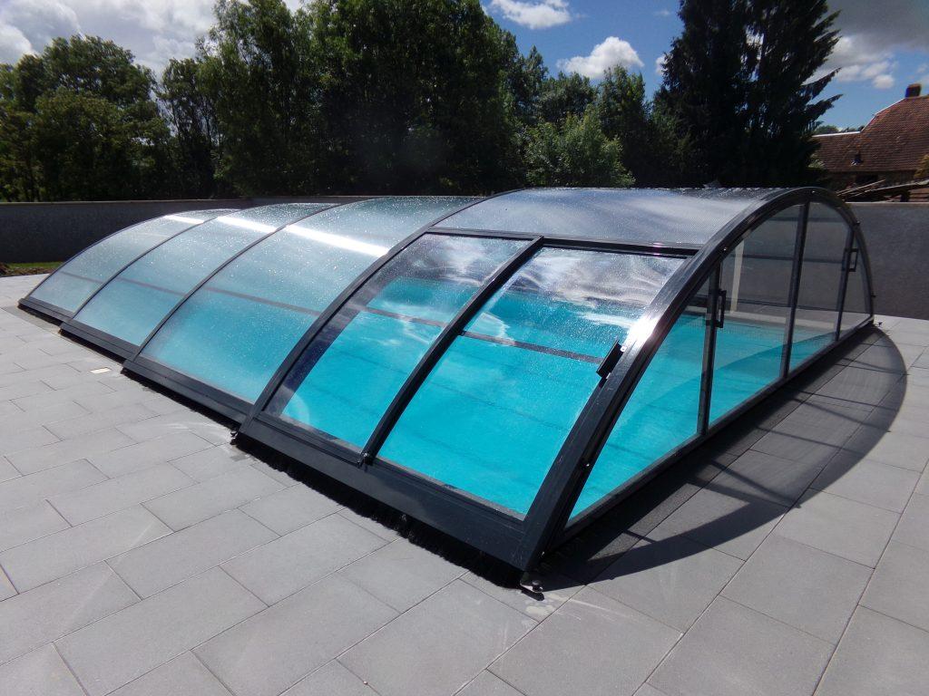 abri piscine motorisation solaire sans rail
