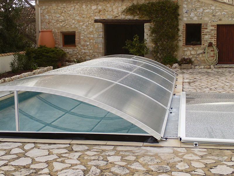Abri piscine bas relevable et amovible mod le berlin for Abri piscine pas cher occasion