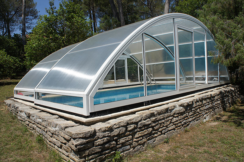 Abri piscine bas motoris roma abri vo t coulissant et for Abri coulissant piscine