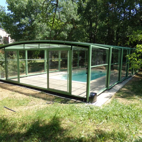 abri piscine coulissant vert