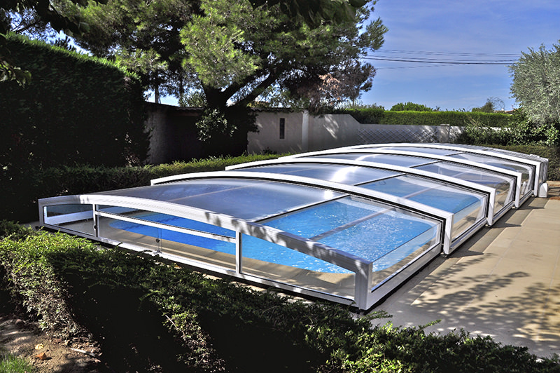 Abris de piscine sur mesure for Abri de piscine bas motorise