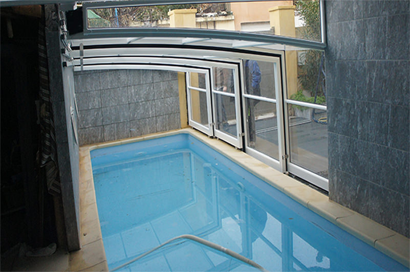 abris de piscine sur mesure. Black Bedroom Furniture Sets. Home Design Ideas